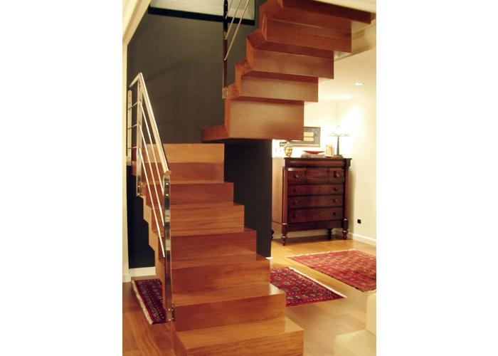Dise o escalera carmen men ndez asturias dise o for Escaleras de madera de dos tramos